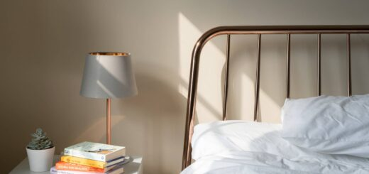 How to design your bedroom to be less cluttered